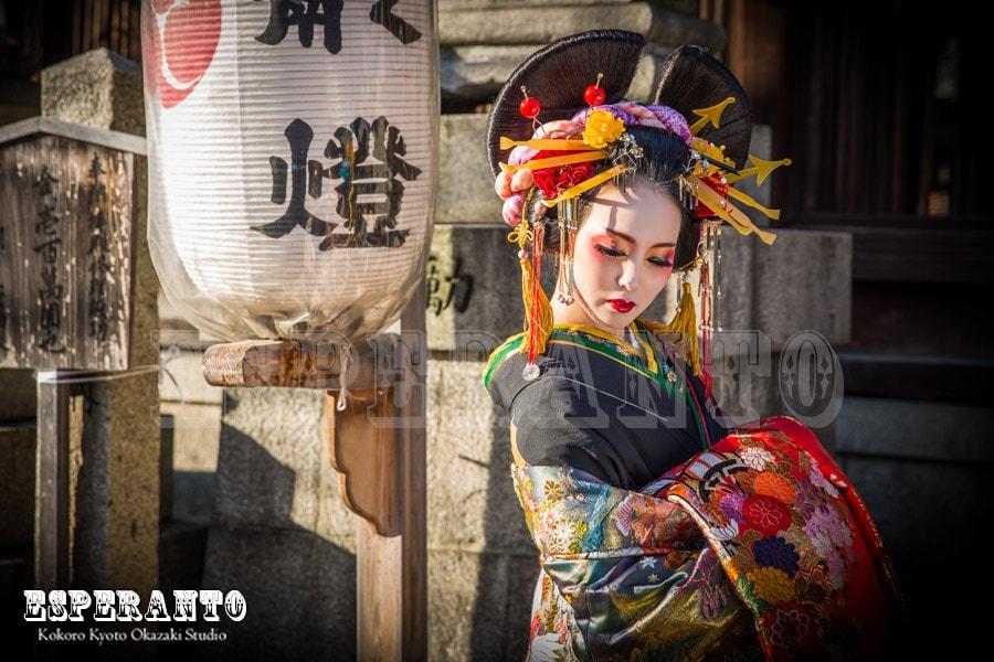 京都で花魁体験野外撮影の花魁道中